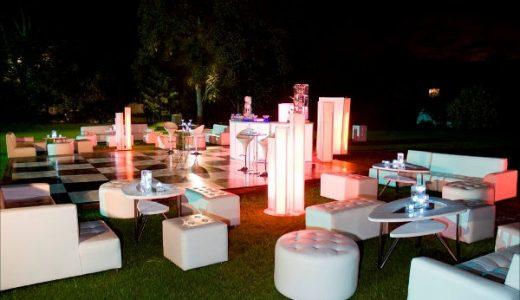 Ambientación con  sala Lounge para eventos